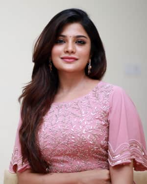 Aathmika - V4 MGR - SIVAJI Cinema Award 2018 Photos