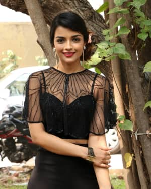 Actress Ashna Zaveri at Nagesh Thiraiyarangam Press Meet Photos