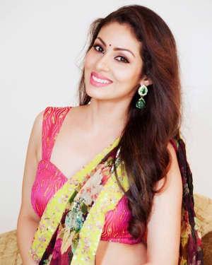 Actress Sada Hot in Saree Photos