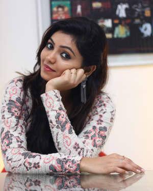 Athulya Ravi - Yemaali Movie Stills