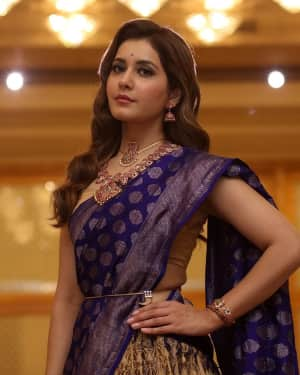 Actress Raashi Khanna Latest Photos