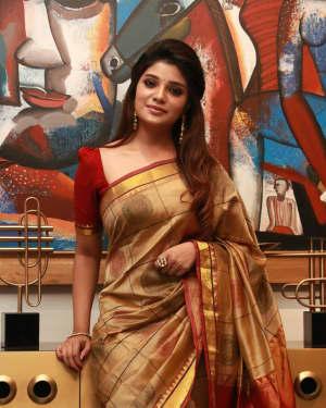 Aathmika - Kannai Nambathey Movie Press Meet Photos