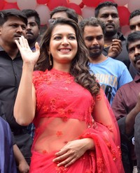 Catherine Tresa Launches B New Mobile Store in Guntur Photos