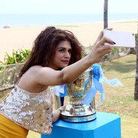 Shraddha Das Clicked Selfie With Vivo IPL Trophy