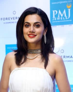 Taapsee Pannu launches Forevermark diamond collection in PMJ Jewels Photos