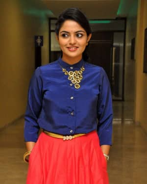 Actress Nikhila Vimal at Meda Meeda Abbayi Movie Pre Release Function Photos | Picture 1525558