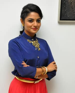 Actress Nikhila Vimal at Meda Meeda Abbayi Movie Pre Release Function Photos | Picture 1525545