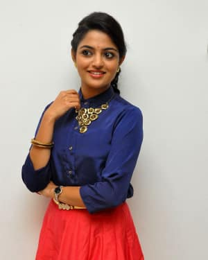 Actress Nikhila Vimal at Meda Meeda Abbayi Movie Pre Release Function Photos | Picture 1525540