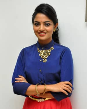 Actress Nikhila Vimal at Meda Meeda Abbayi Movie Pre Release Function Photos | Picture 1525550