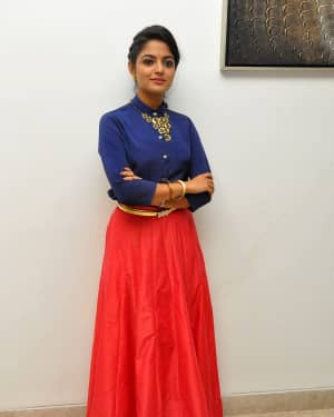 Actress Nikhila Vimal at Meda Meeda Abbayi Movie Pre Release Function Photos | Picture 1525547