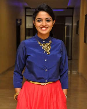 Actress Nikhila Vimal at Meda Meeda Abbayi Movie Pre Release Function Photos | Picture 1525559
