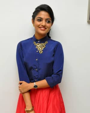 Actress Nikhila Vimal at Meda Meeda Abbayi Movie Pre Release Function Photos | Picture 1525542