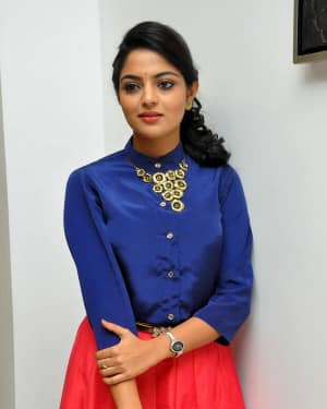 Actress Nikhila Vimal at Meda Meeda Abbayi Movie Pre Release Function Photos | Picture 1525551