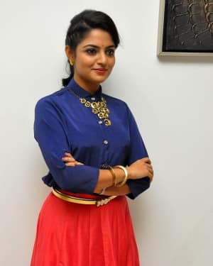 Actress Nikhila Vimal at Meda Meeda Abbayi Movie Pre Release Function Photos | Picture 1525546