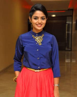Actress Nikhila Vimal at Meda Meeda Abbayi Movie Pre Release Function Photos | Picture 1525557
