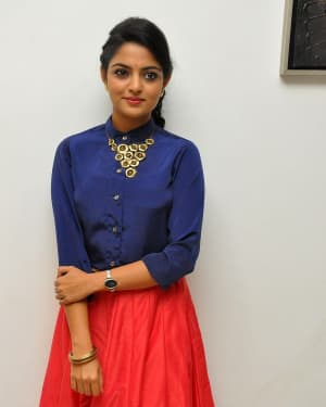 Actress Nikhila Vimal at Meda Meeda Abbayi Movie Pre Release Function Photos | Picture 1525544