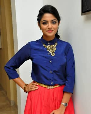 Actress Nikhila Vimal at Meda Meeda Abbayi Movie Pre Release Function Photos | Picture 1525553
