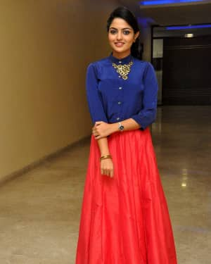 Actress Nikhila Vimal at Meda Meeda Abbayi Movie Pre Release Function Photos | Picture 1525555