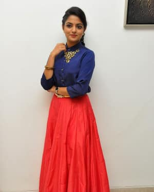 Actress Nikhila Vimal at Meda Meeda Abbayi Movie Pre Release Function Photos | Picture 1525539