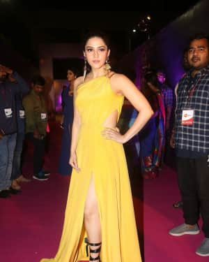 Mehreen Kaur - Zee Telugu Apsara Awards 2018 Red Carpet Stills | Picture 1577157