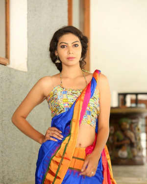 Actress Simran Hot in Saree Photos | 1591949