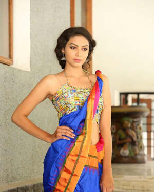 Actress Simran Hot in Saree Photos | 1591948