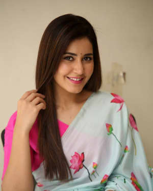 Actress Raashi Khanna in Saree Latest Photos