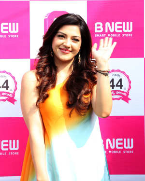 Actress Mehrene Kaur Launches B New Mobile Store at Adoni Photos | Picture 1563634